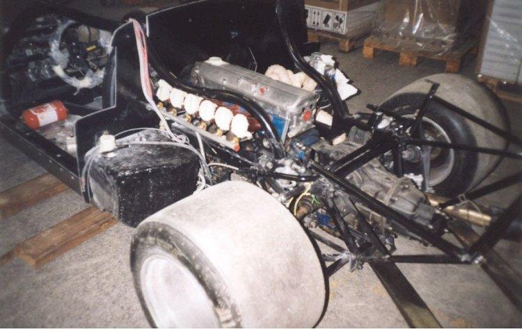 Le train arrière et le moteur BMW